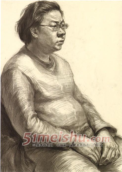 央美视界 央美附中坚实教学与考前实践 中年妇女半身像素描写
